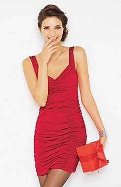 7cd67ef9dcd0 På julafton kör väl de flesta av oss med lite snällare klänningsmodeller  men till julfester och nyår är den här himla fin. Snygg även i sommar. Rött  funkar ...